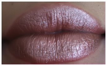 mac heroine lip swatch