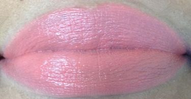 mac out for fun lip swatch