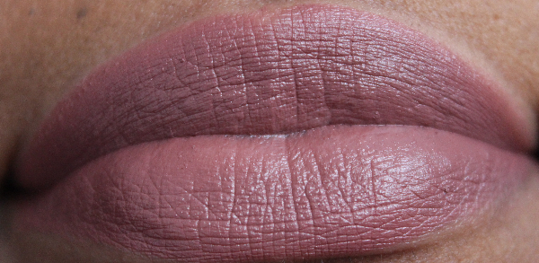 mac hot chocolate lip swatch