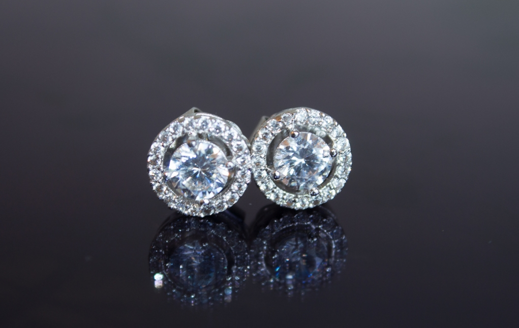 kenneth-jay-lane-round-floating-stud-earrings